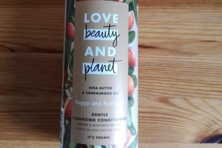 Love Beauty And Planet: Gentle Cleansing Conditioner - Shea Butter and Sandalwood Oil