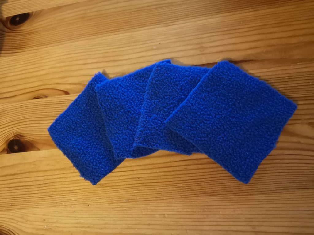 4 blue square-shaped reusable make-up wipes.