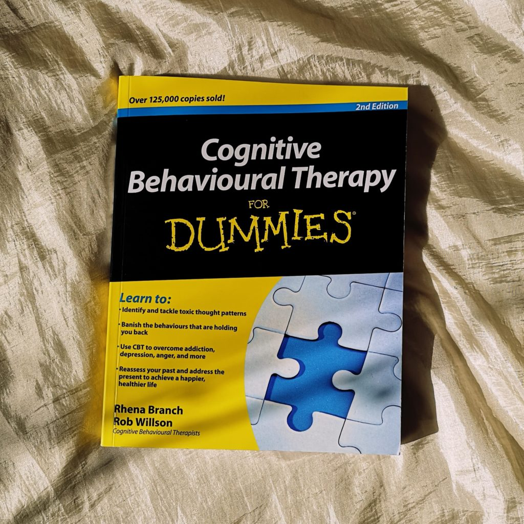 Paperback copy of Cognitive Behavioural Therapy for Dummies by Rhena Branch and Rob Willson
