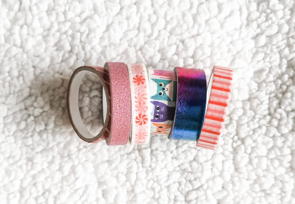 6 rolls of washi tape in various sizes, colours and patterns.